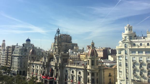 El cielo de Valencia, en la plaza del Ayuntamiento, este mediodía