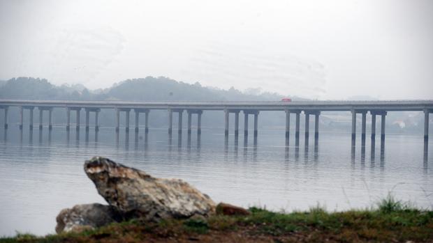 Puente que conecta A Pobra con Taragoña y por el que se cree que pasó Diana Quer aquella noche