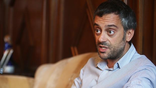 El alcalde de La Coruña, Xulio Ferreiro, durante su charla con ABC
