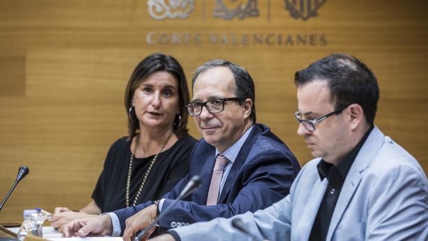 Imagen de Enrique Soriano, en el centro, tomada este lunes