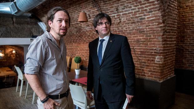 Iglesias y Puigdemont durante su comida este mediodía en Madrid
