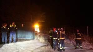 Un incendio destruye una casa prefabricada en el camino de la carretera de El Pardo