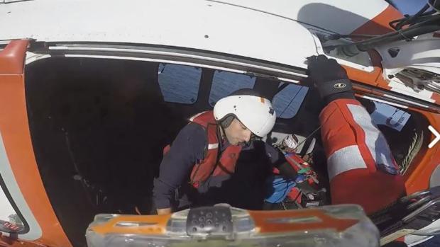 Salvamento Marítimo ha subido a su cuenta el vídeo del restate en Tazones