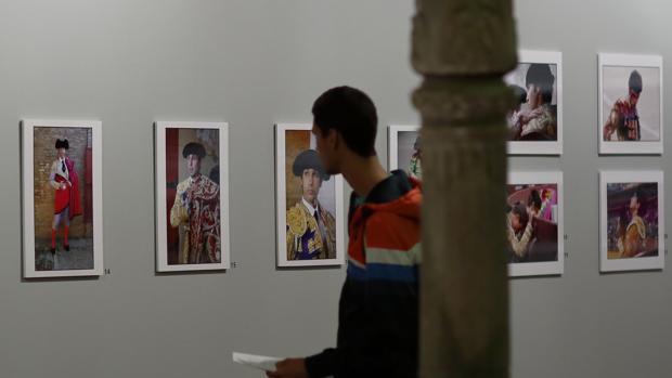 El Palacio de Sástago acoge estos días la exposición «Tauromaquia. Una visión personal», de la fotógrafa Muriel Feeiner