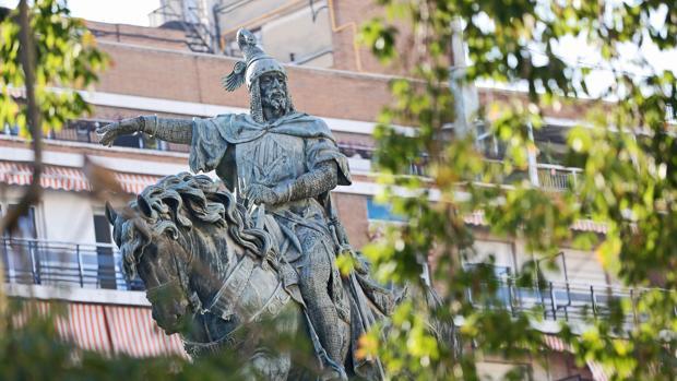 Imagen de la estatua en honor al Rey Jaime I en Valencia