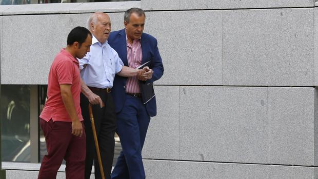 El extesorero del PP Álvaro Lapuerta, el pasado 29 de junio junto a la Audiencia Nacional