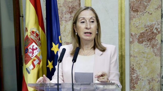 La presidenta del Congreso, Ana Pastor, durante su comparecencia hoy en el Escritorio de la Cámara