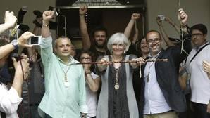 La alcaldesa de Badalona ve «escandaloso» que Llanos de Luna quiera impedir trabajar el 12 de octubre