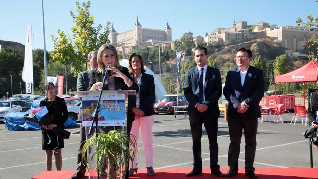 La alcaldesa, en la inauguración de la Feria del Automóvil