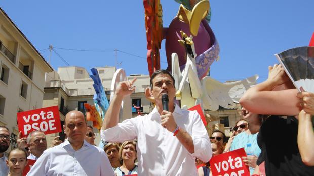 Imagen de Echávarri y Sánchez tomada días después de la conferencia en Alicante