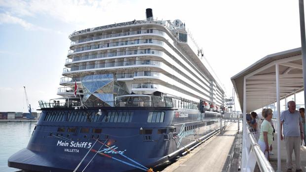 Imagen de uno de los cruceros atracados en el puerto de Valencia