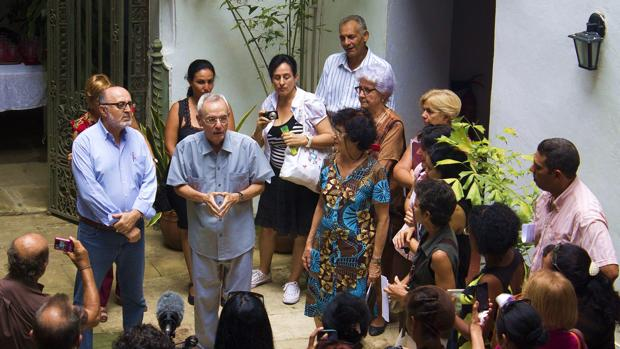 Ante la próxima celebración del 500 aniversario de la fundación de la capital cubana, el libro de Perezagua ha despertado gran interés entre investigadores de la isla. En la imagen, presentación de la obra por el doctor Eusebio Leal, director de la Oficina del Historiador de La Habana