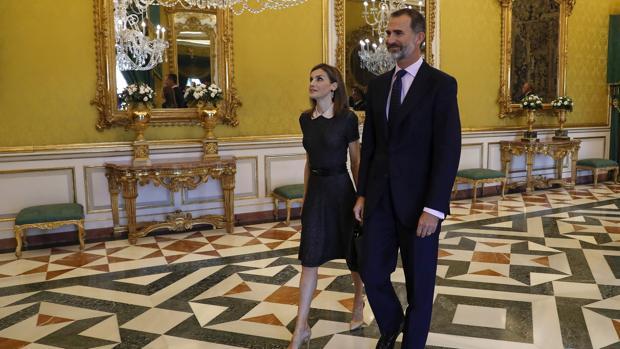 Los Reyes, en el Palacio de Aranjuez, donde se encontraban cuando se anunció la nueva ronda de consultas