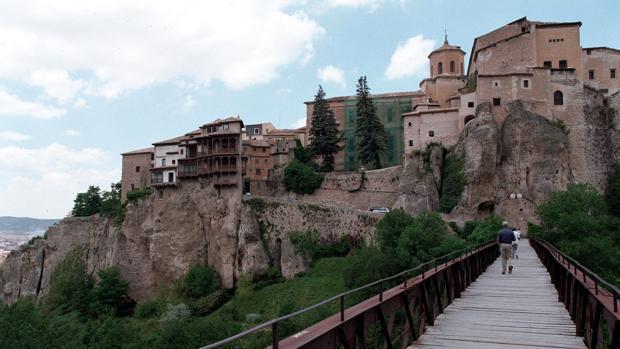 Las Casas Colgadas desde el puente de San Pablo