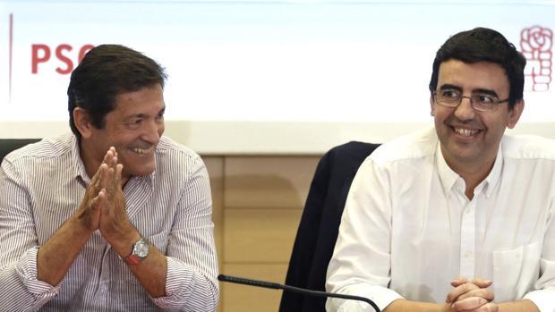 Javier Fernández y el portavoz de la gestora, Mario Jiménez
