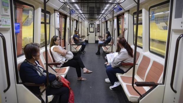 Uno de los vagones del Metro en la Línea 1