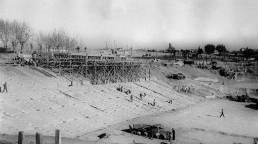 Tares de construcción en una de las gradas
