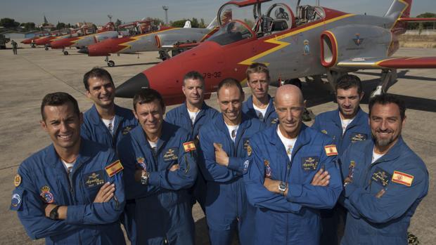 El equipo está formado por el jefe de patrulla, los siete pilotos titulares y los pilotos suplentes