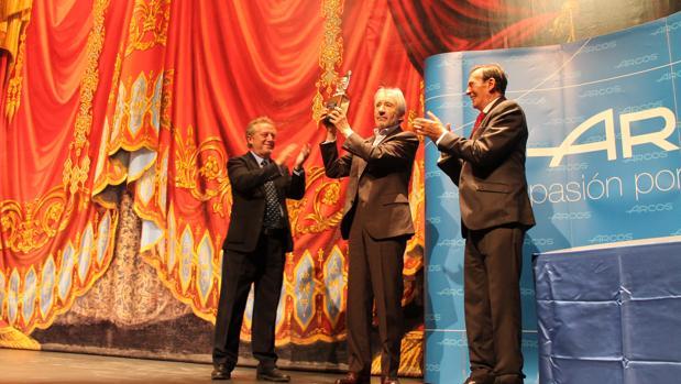 Sacristán recoge su premio en presencia de Manuel Galiana y Tony Isbert