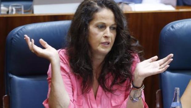 La dipuada Carla Antonelli, en su escaño en la Asamblea de Madrid