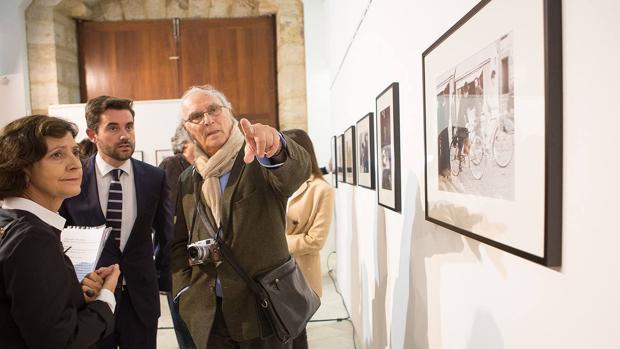 El cineasta Carlos Saura durante la inauguración de la muestra fotográfica