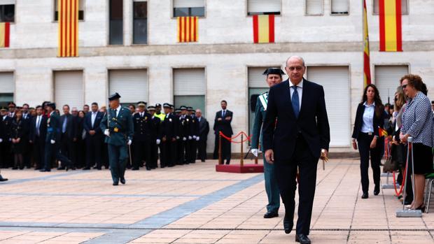 El ministro, en los actos de la Festividad de la Guardia Civil celebrados el martes en Barcelona