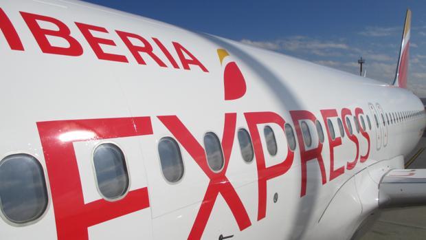 Un aparato de Iberia Express estacionado en Canarias