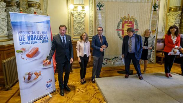 Óscar Puente presentó ayer el Concurso Nacional de Pinchos y Tapas Ciudad de Valladolid