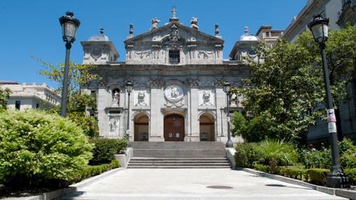 Fachada de la iglesia de Santa Bárbara