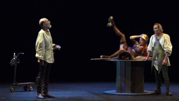 Una escena del montaje «Barataria», que este fin de semana llega al Teatro Calderón de Valladolid