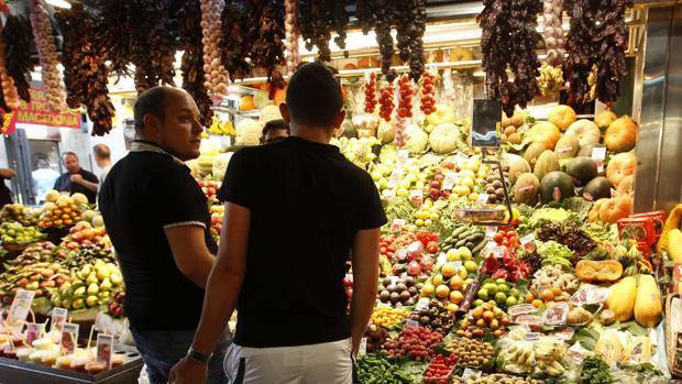 Una parada del mercado de la Boquería recibe el título de «mejor frutería de España»