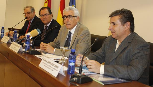 Los doctores Luis Rodríguez Padial, Juan José García Cruz, Agustín Julián Jiménez y Ricardo Juárez González