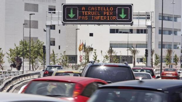 Atasco en una de las avenidas principales de Valencia