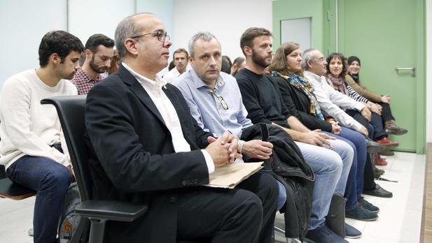Miembros del Ayuntamiento de Badalona, en la Ciudad de la Justicia