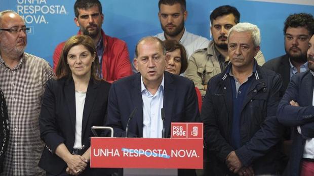 Cancela y Leiceaga durante la noche de la derrota electoral en OPino