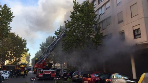 El aparatoso incendio de un restaurante chino de Pinto obliga a desalojar 28 viviendas