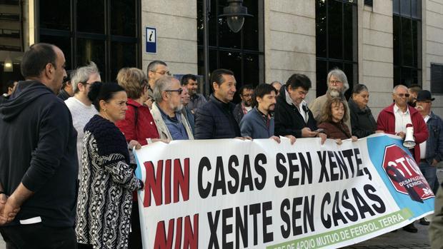 Una manifestación contra un desahucio, este viernes en Ferrol