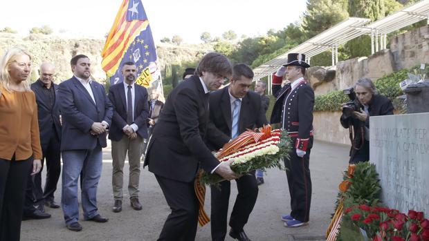 Puigdemont, junto a Junqueras y otros miembros del gobierno catalán en el homenaje a Companys