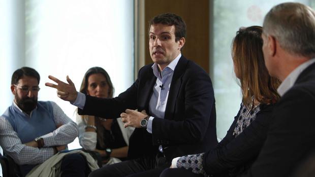 El vicesecretario de Comunicación del PP, Pablo Casado, durante su intervención en un encuentro con afiliados y simpatizantes activos en redes sociales