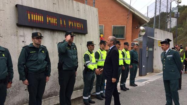 Arsenio Fernández, director general de la Guardia Civil, en su visita a Pamplona
