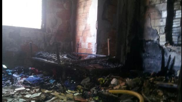Interior de la vivienda, arrasada por el incendio