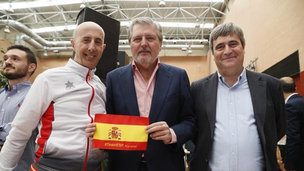 Méndez de Vigo celebra las medallas de los paralímpicos junto a Miguel Cardenal y el medallista Amador Granados