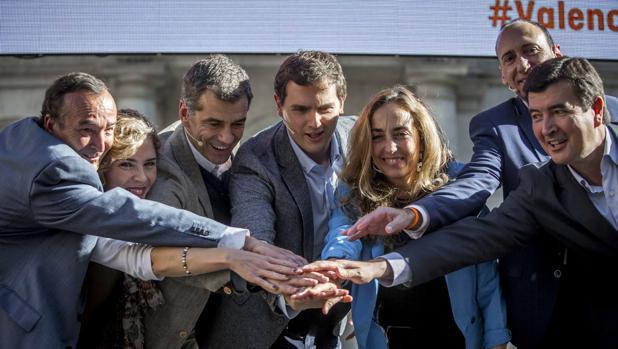 Imagen de Punset con Rivera y Cantó en un acto celebrado el pasado mes de noviembre en Valencia