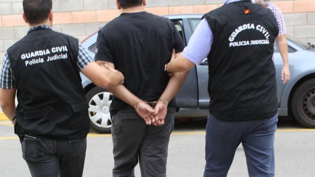 Imagen de la detención realizada por los agentes de la Guadia Civil