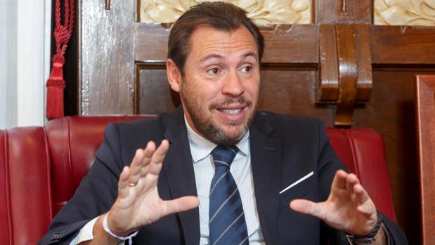 Óscar Puente, durante la entrevista con ABC