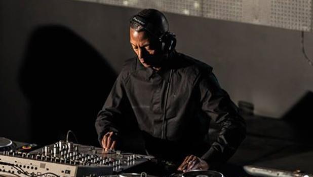El D´J , Jeff Mills, durante su actuación en la discoteca Area 42