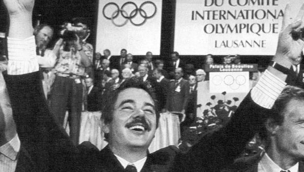 El entonces alcalde, Pasqual Maragall, hace hoy justo 30 años tras conocerse la elección de Barcelona