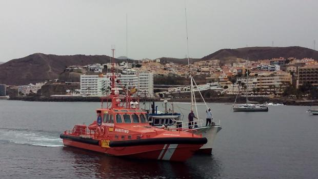 Embarcación de Salvamento Marítimo patrullando por el Mediterráneo