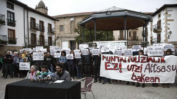Amigos de los agresores de dos agentes de la Guardia Civil y de sus parejas piden que les absuelvan y se archive el caso