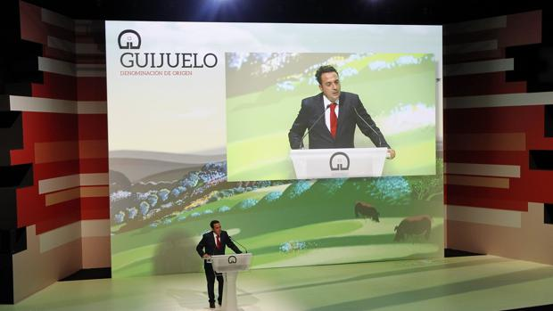 El presidente de la DO Guijuelo, Juan Carlos González, durante la presentación del acto que conmemora el 30° aniversario de la DOP Guijuelo